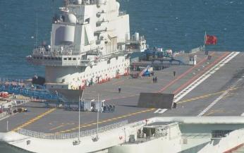 003型航母是一款排水量高达8万吨,配备了3条电磁弹射器先进航母