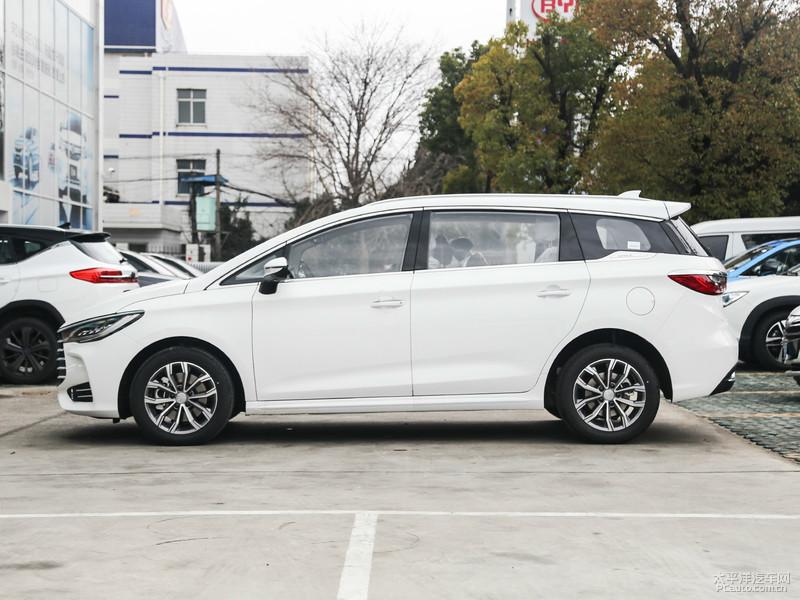 比亚迪宋MAX新增车型上市 售价11.99万元