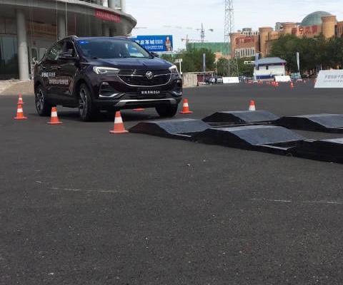 视频:汽车视频:全新昂科拉GX通过凹凸路面