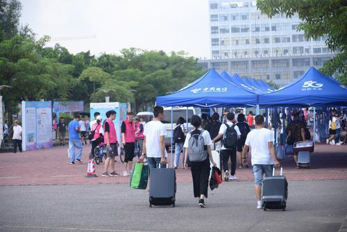 广科院珠海广州两校区迎来近万名新生