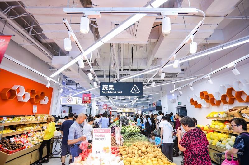 """盒马推迷你店,苏宁牵手二次元,海尔设计了百余个样板间……这些""""全国首家""""都在上海"""