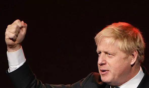 约翰逊关闭议会 以身试法强制脱欧 小胖会赢吗?