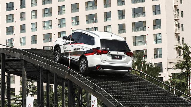 最便宜合资中级7座SUV,性能是否打了折扣?我把欧蓝德开上了天