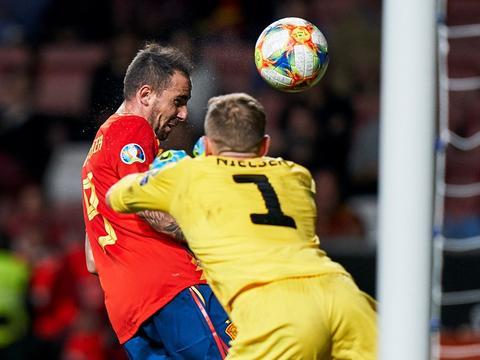 西班牙最尴尬一环重现曙光 比利亚托雷斯后继有人
