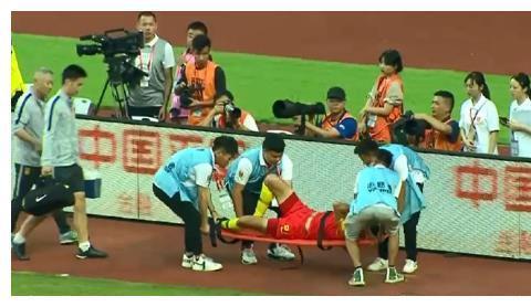 国足0-2越南!刘若钒重伤,孙继海怒斥两将,希丁克反应太直白了