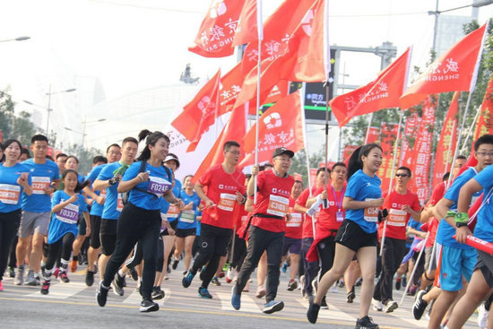 盛京银行2019沈阳国际马拉松鸣枪开跑