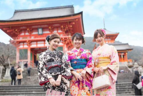 想要穿着优雅和服深探京都古朴街巷 就到冈本和服