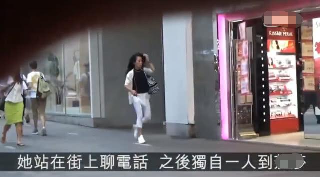 周润发夫妇裸捐56亿却专攻平民商店,发嫂被拍逛街买廉价护肤品