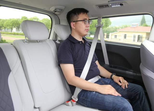 座椅不输埃尔法,比GL8便宜好几万,这款中大型MPV行政必备