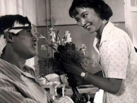62岁赵静嫁给海军军官,两人相爱43年无矛盾,简直人生赢家