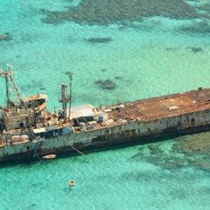 一艘外国军舰,赖在我国一座岛礁上20年,死活也不肯离开