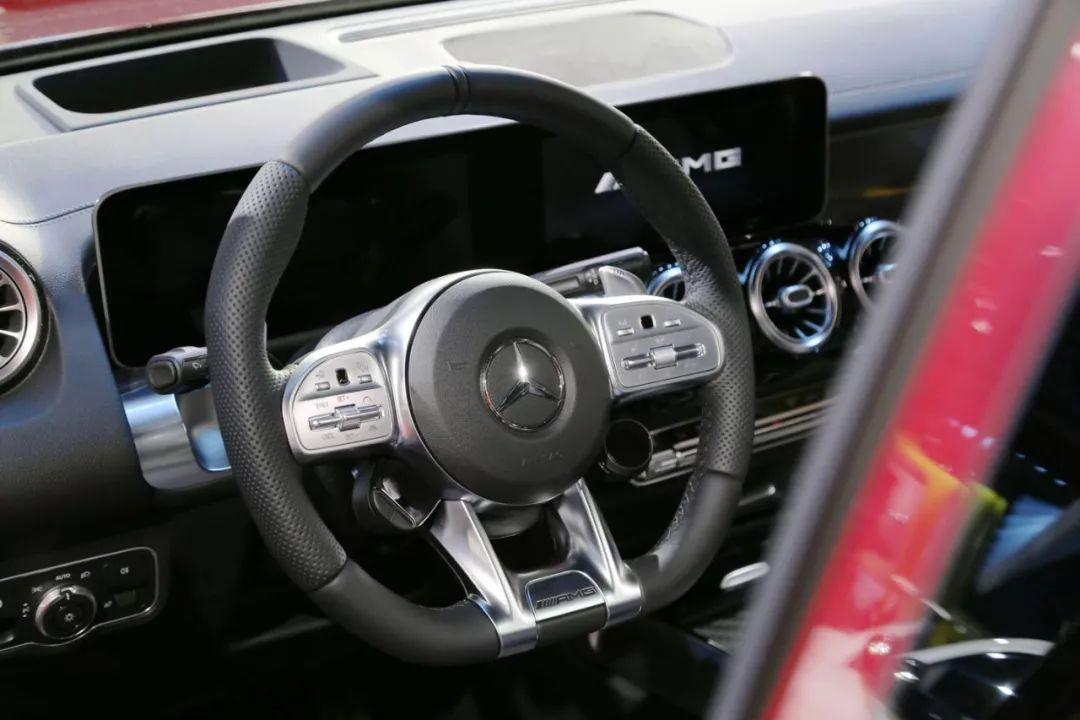 奔驰又一SUV亮相,搭载2.0T,仅需5.1秒破百,外观很帅!