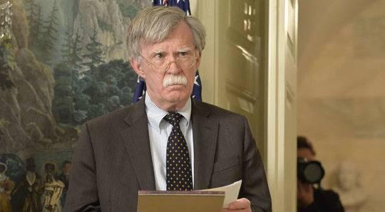 """特朗普午后推特在线""""炒人"""" 国家安全顾问约翰·博尔顿遭解雇"""