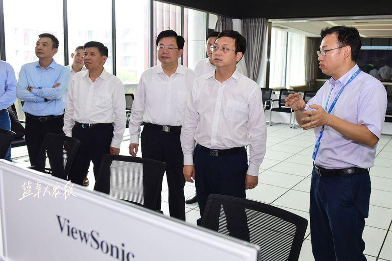 产城融合联动开发 加快服务业对外开放 曹路宝率队督查中韩产业园建设工作