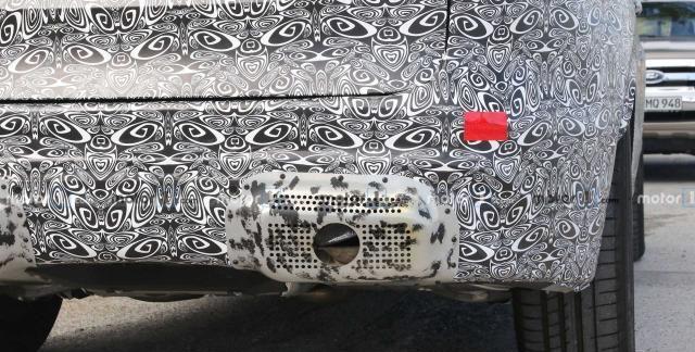 新款捷豹F-pace路试谍照曝光,整体轮廓没有发生变化