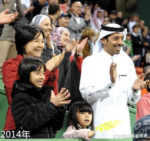 远嫁卡塔尔的棋后诸宸现身上海,打扮时尚,曾包黑色头巾拍证件照