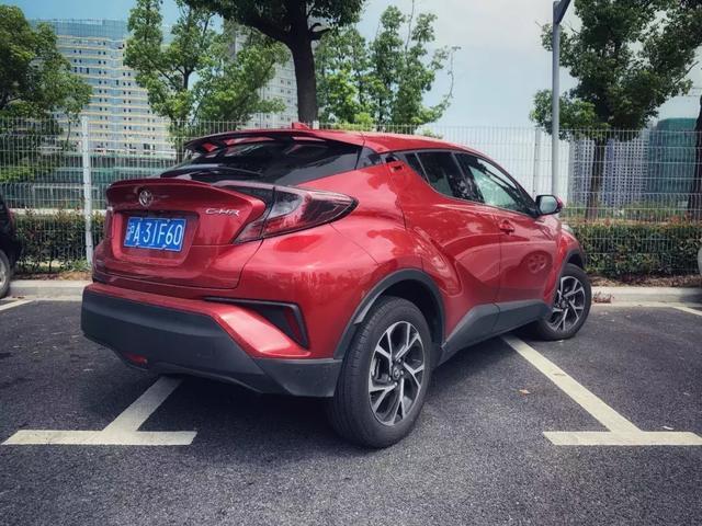 评测:丰田新架构下C-HR带来的驾驶乐趣,引起强烈舒适