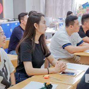 青岛银海学校国际部小学家长会:家校沟通是成功教育前提