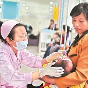 宝宝发烧退烧药该如何吃?专家提醒:避免重复用药