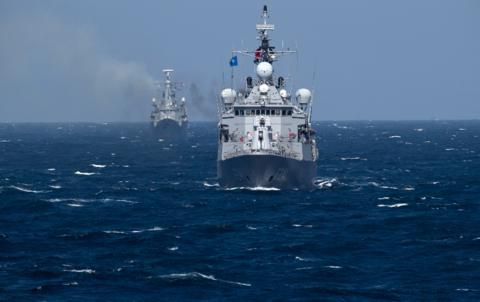 加方刻意高调宣传军舰穿越台湾海峡