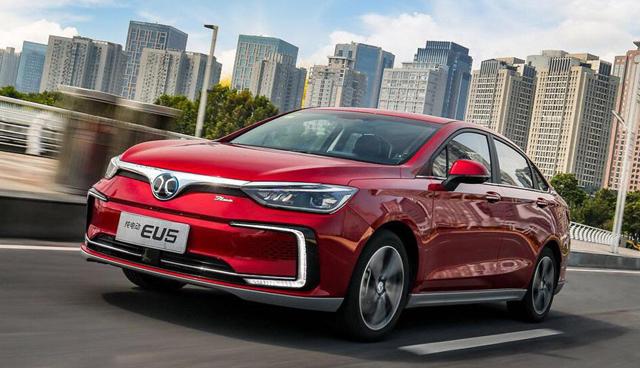 网红新能源轿车又升级,续航超500公里,13.29万起售