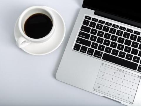 有了这款智能薄膜键盘,MacBook电脑也就摆脱了鼠标的需求