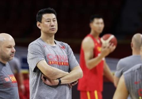 对中国男篮批评的声音铺天盖地,赵睿回应:调整好心态打好比赛