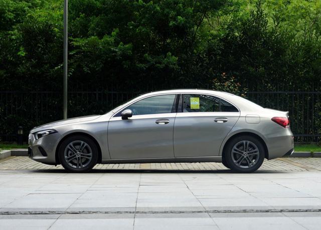 又一亲民豪车,现仅17.18万,外观像缩小版CLS,买吗?