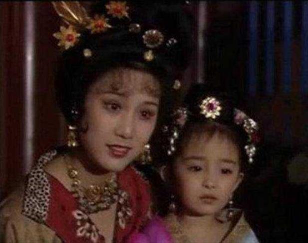 杨幂33岁生日快乐!从小美到大,结婚生娃仍少女感十足