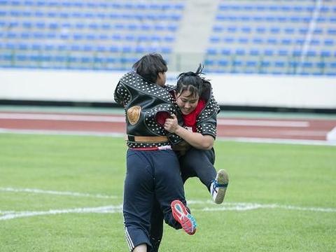搏克项目在郑州大学开赛 河南男女团体双双出线