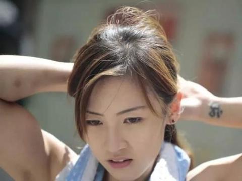 """长得好看还活得漂亮,那位香港""""最美搬运工"""",后来怎么样了?"""