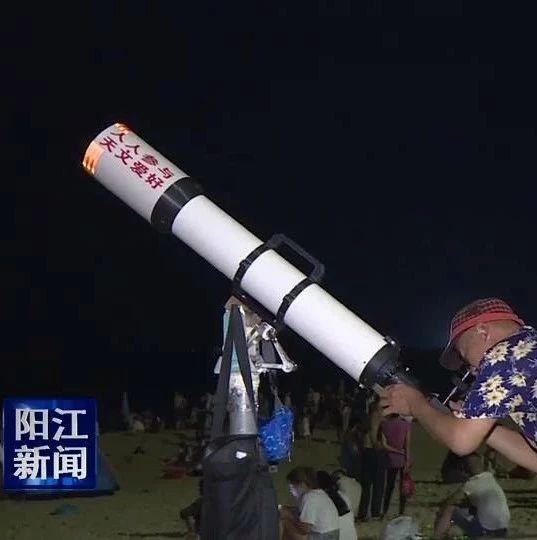 """中秋节,海陵岛游人如潮看""""海上生明月"""""""