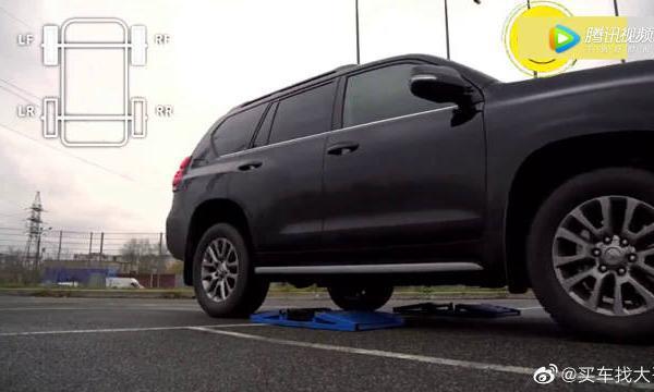 视频:普拉多开放式滑轮组测试,低速四驱配上中央差速锁,厉害了