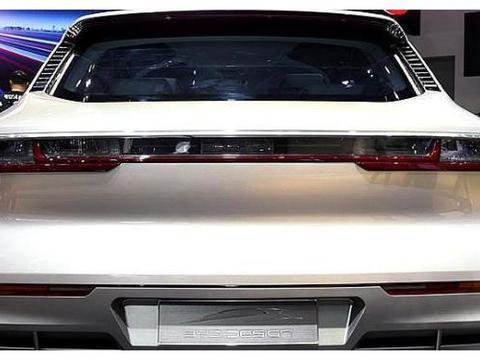 """""""换标""""比亚迪SUV来了,平行头灯,带速度标志,车尾还有导流槽"""