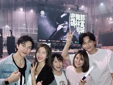 林心如郑元畅看郭富城演唱会,偶像剧鼻祖人气也不行了?