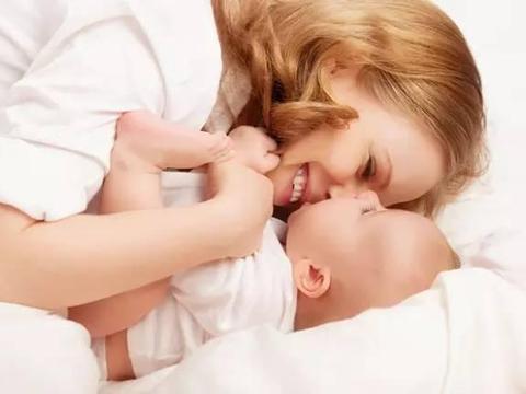 新手妈妈,如何快速学会给宝宝换纸尿裤?