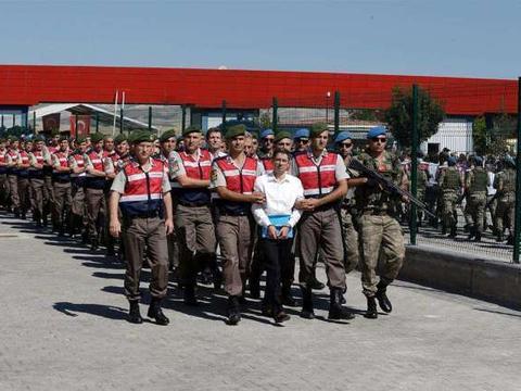 土耳其突然发起大清洗,一次抓走223名军人,涵盖陆海空三军
