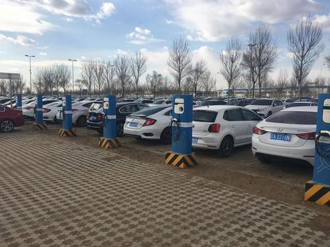 该不该买新能源汽车?