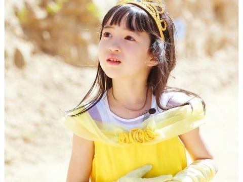 """夏克立女儿""""换肤式""""长大,小时候是白雪公主,如今黑成小美人鱼"""