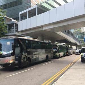 """香港旅游业遭""""灾难性""""打击 巴士司机:惨过天灾"""