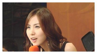 简美妍宣布与演员黄保罗结婚,吉日定在11月9日,两人已恋爱3年