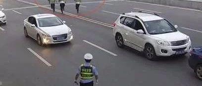 嚣张!九江男子无证驾车强行冲卡 将民警拖行百余米