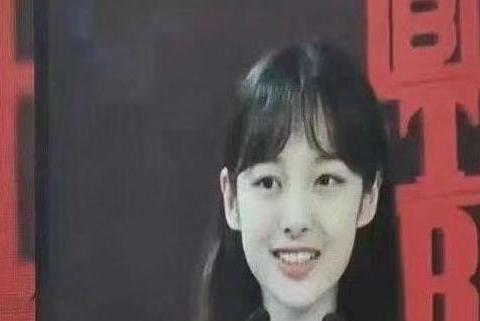 倪妮的脸型,郑爽的微笑,宋茜的眼睛,组成比秦牛正威还清纯的她