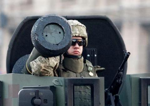 大国导弹进入黑海力挺乌克兰,俄罗斯用3万坦克大军立刻还以颜色