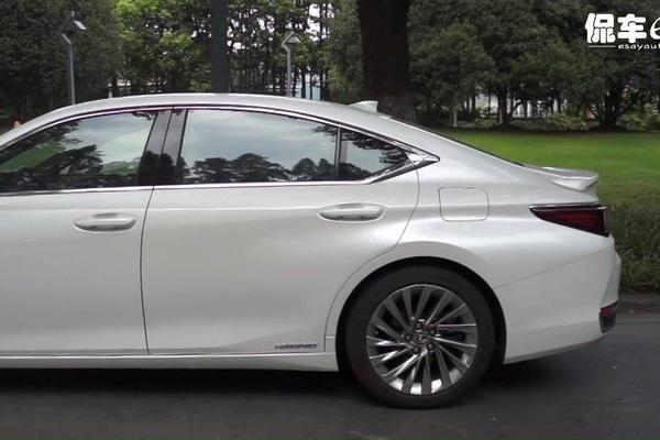 """视频:如果要用""""优雅""""形容一款车,那非雷克萨斯ES300h莫属"""