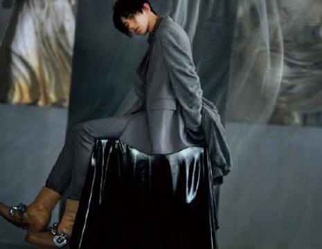 """第一次看蔡徐坤穿长裙,造型比林志玲还""""媚"""",这反差谁人能比?"""