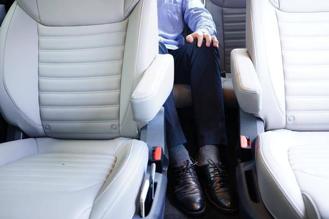 9万多起的中型SUV,提供同级少见六座布局,空间大还能免检!