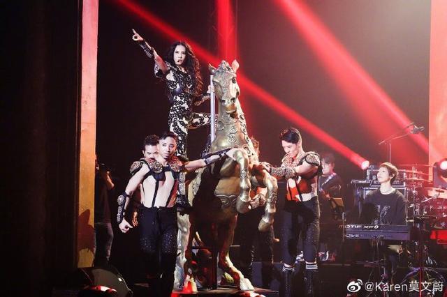首位华人女歌手!莫文蔚登巴黎殿堂级剧院开唱,不忘悼念张国荣
