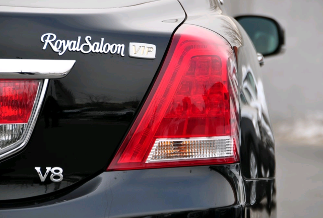 保有量极少的皇冠王,当年落地超百万,搭载4.3V8发动机