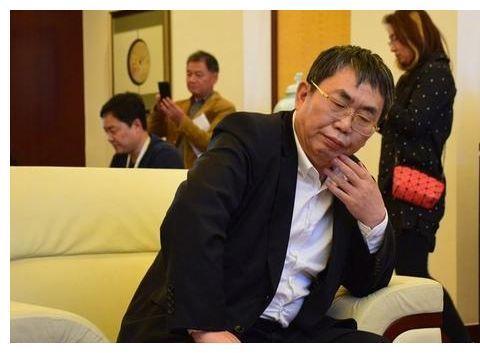 聂卫平64岁前妻,离婚远赴日本,儿子孙子都是日籍,今嫁大学教授